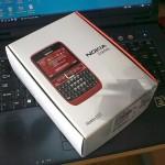 Modra Nokia E63 v (rdeči?!) škatli